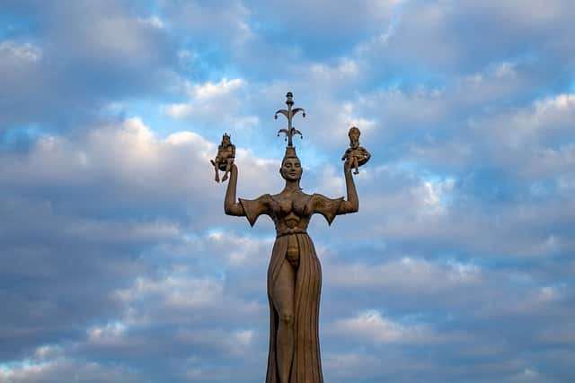 imperia statue